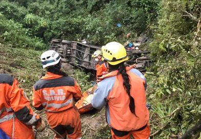 ACCIDENTE DE AUTOBÚS DEJA AL MENOS 20 MUERTOS EN  BOLIVIA.